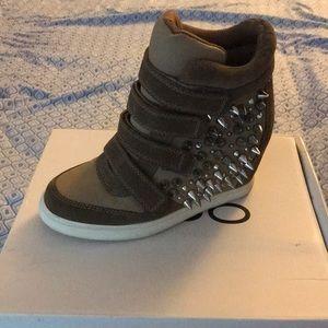 ALDO Graziana size 8 Sneaker wedges